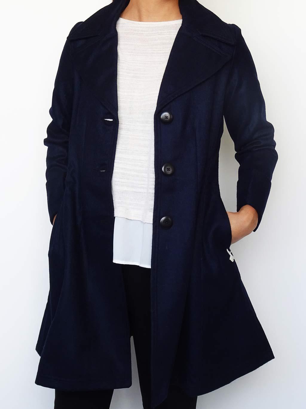 Abrigo Tessa Color Azul abierto de frente