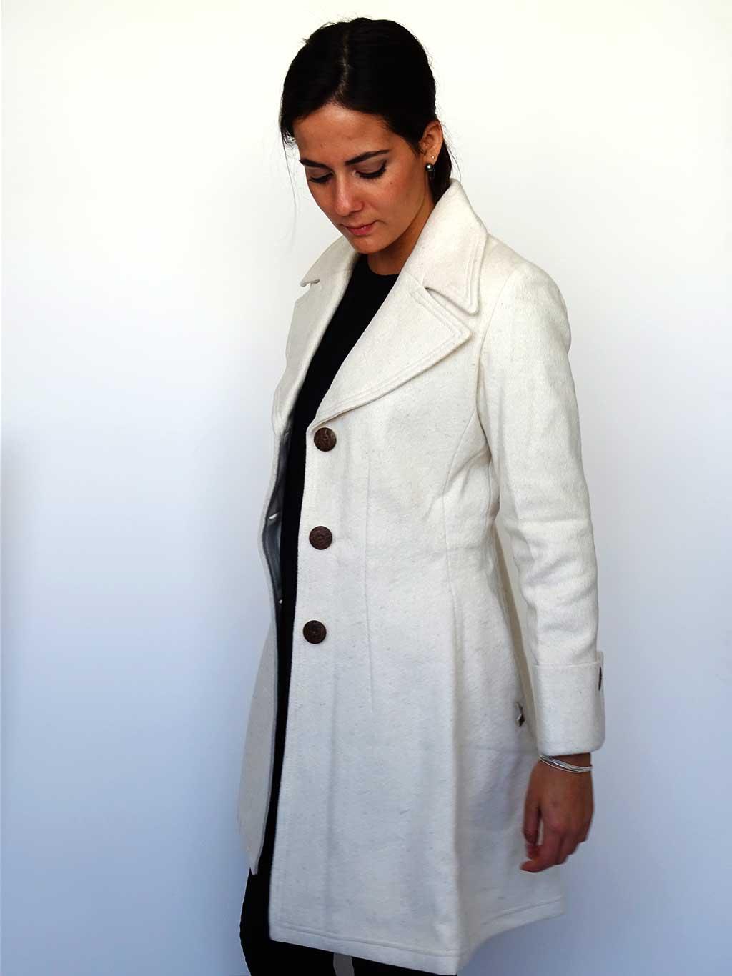 Abrigo Tessa Fulgencio Blanco de perfil